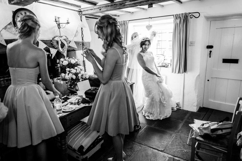 Notley Tythe Barn Reportage Wedding Photos 004.jpg