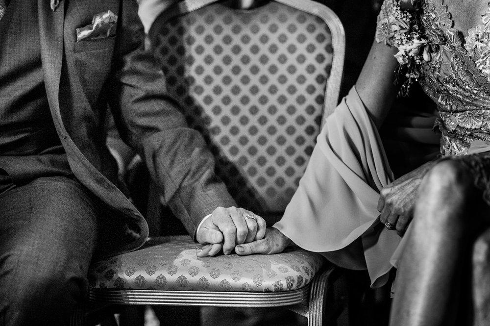 Notley Tythe Barn Reportage Wedding Photos 015.jpg