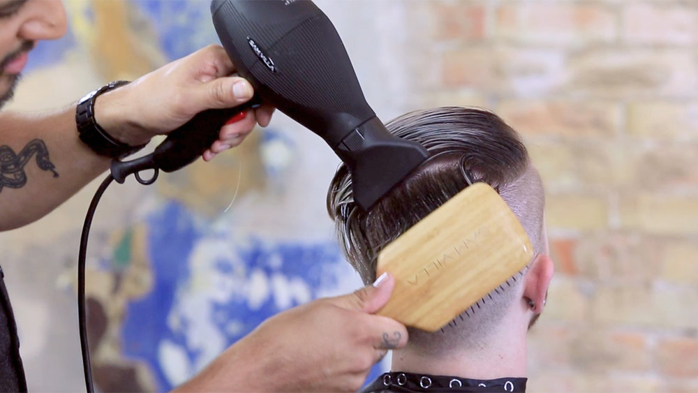 01_how-to-blow-dry-a-pompadour-wrap-dry.jpg
