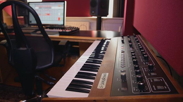 One of my dream synths, the Prophet 5 in the studio of Dutch producer SQL. #videography #filmmaking #studio #synths
