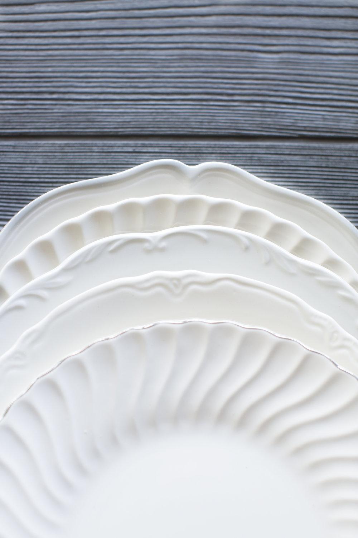 white_plates_015.jpg
