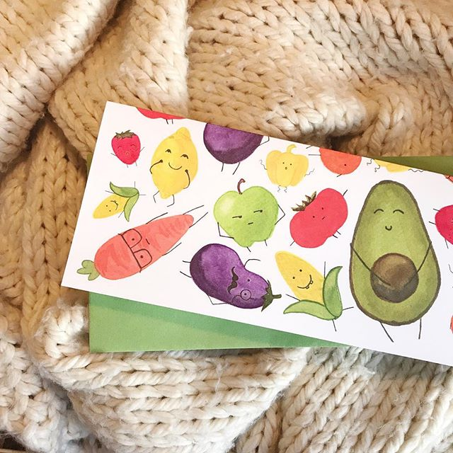 Start your week off right by eating all your fruits and veggies!  Or by looking at cute produce illustrations, that works too! 🤣🥑🍓 #rosemaryandcrown