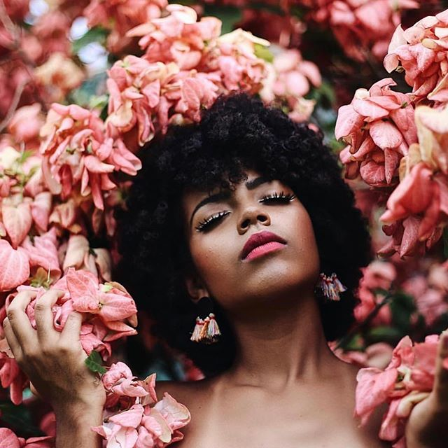 The way I feel when I know it's almost #friday | also can this girl be any more beautiful! 📸 Via:  @afrosinsanjuan