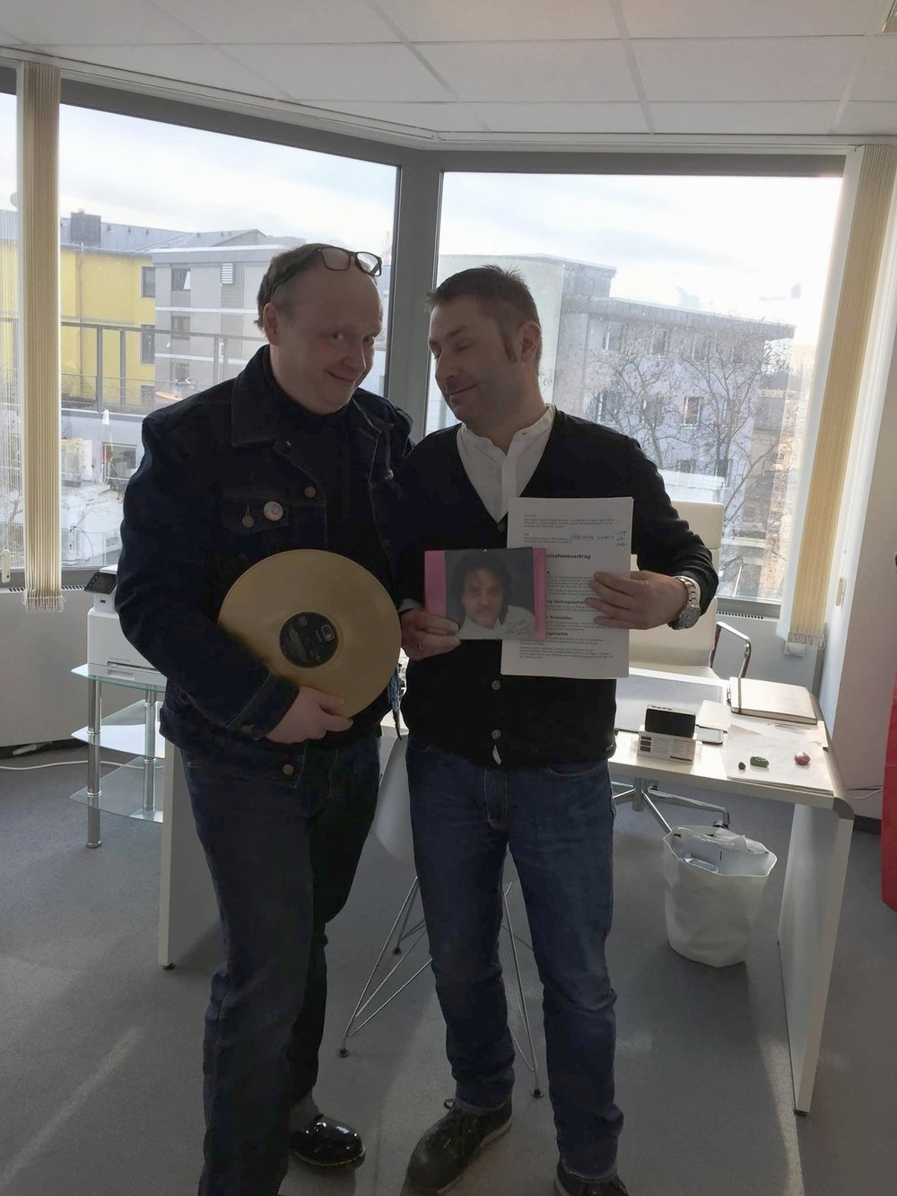 Vertragsunterzeichnung-JürgenMariaKaiser-Crossndawn