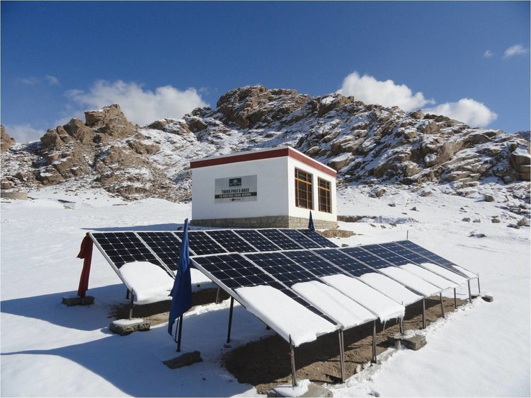 Grid Independent:  SolarLEAF lets you power sites where grid reliability is weak/non-existent, without worrying about polluting, expensive & noisy diesel-generator with an industry leading 15+ year operation (Eg. Solar as a Service in emerging markets, 5G, WISP, Oil & Gas, etc)