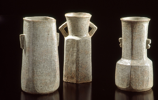 4.-Jung-Do-Lee_3-Buncheong-Vases.jpg