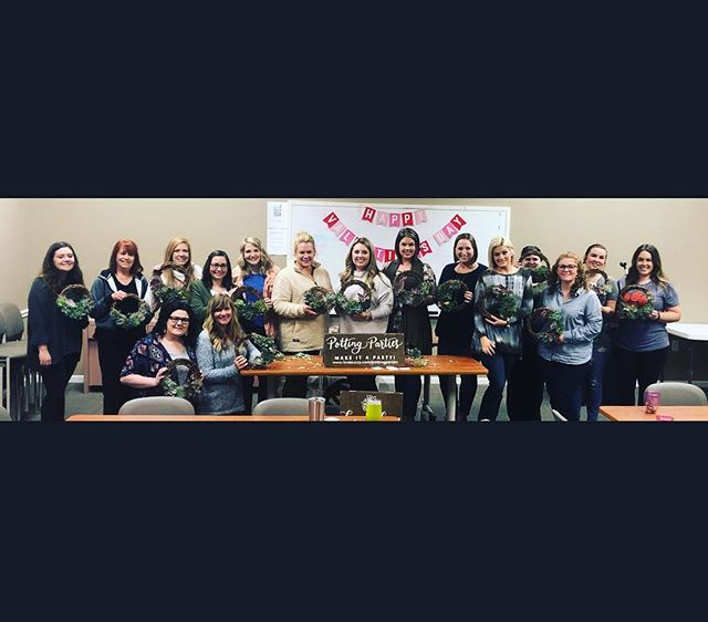 Had a BLAST with @jllongview today for our wreath class! Enjoy ladies! #lovesuccs #lovesuccspottingparty #thisiswhyijll