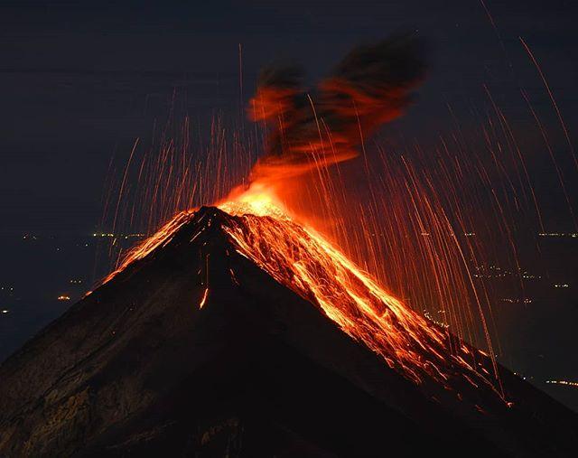 El Fuego, October 2018. 100mm, f/2.8, 4s, ISO 1250, Nikon Z7. . #guatemala #visitguatemala_ #nikonnl #volcano #acatenango #elfuego
