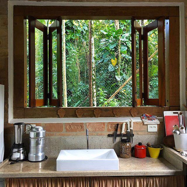 "Reposting @fernandahoff:⠀ ...⠀ ""uma casa no meio da mata é uma casa. #arquiteturabrasil #arquiteturabrasileira #camburi #cambury #estalagemcamburi #litoralsp #casabrasileira @estalagemcamburi @renault_a @casabrasileira"" ... #estalagemcamburi #camburi #camburizinho #sertaodocamburi #mataatlantica #litoralnorte #guesthouse #airbnb #bnb"