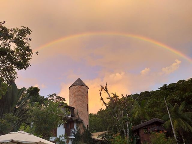 🌈 #estalagemcamburi #camburi #camburizinho #sertaodocamburi #rainbow #arcoiris #guesthouse #homeaway #holidayrentals #boutiquehomes #mataatlantica