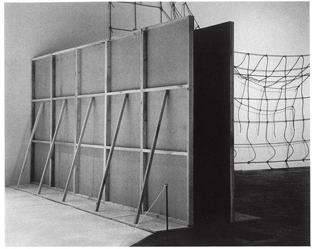 Bruce Nauman (1969)  Performance Corridor.