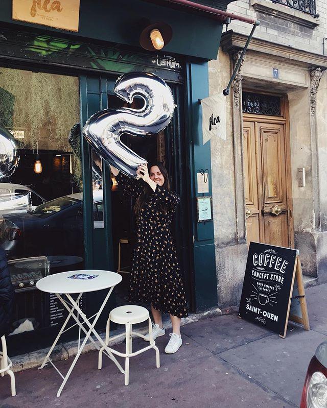 Happy birthday to us 2️⃣ Week-end magnifique chez Flea pour célébrer notre deuxième anniversaire avec vous... merci les copains les habitués les voisins les nouvelles rencontres... c'est toujours un bonheur de vous voir arriver on ne s'en lasse pas . . . . #saintouenfleamarket #lespucesdesaintouen #coffeeshop #happytime #brunch #happyanniversary #2years #weloveyou