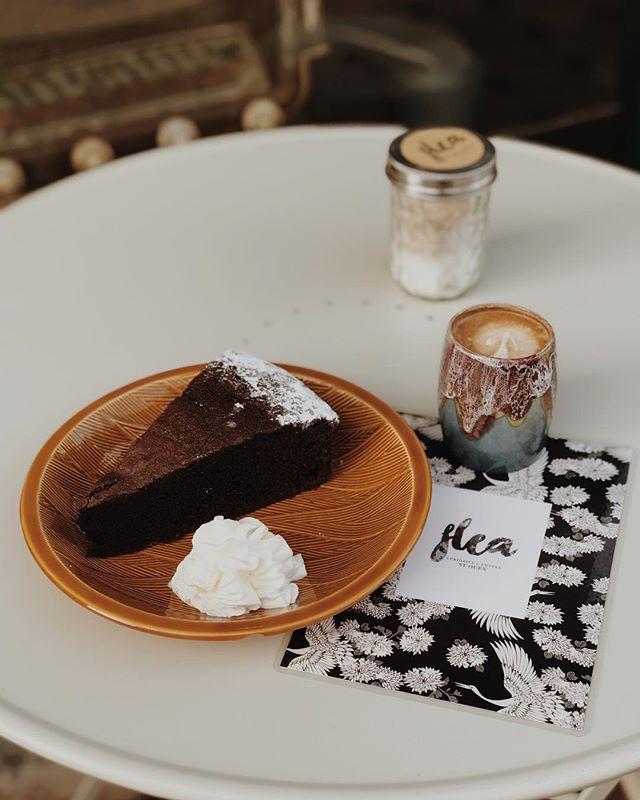 🍫 & ☕️ best combination . . . #saintouenfleamarket #coffeetime #coffeeshop #conceptstore #goutertime #pornfood #chocolate #coffeetime
