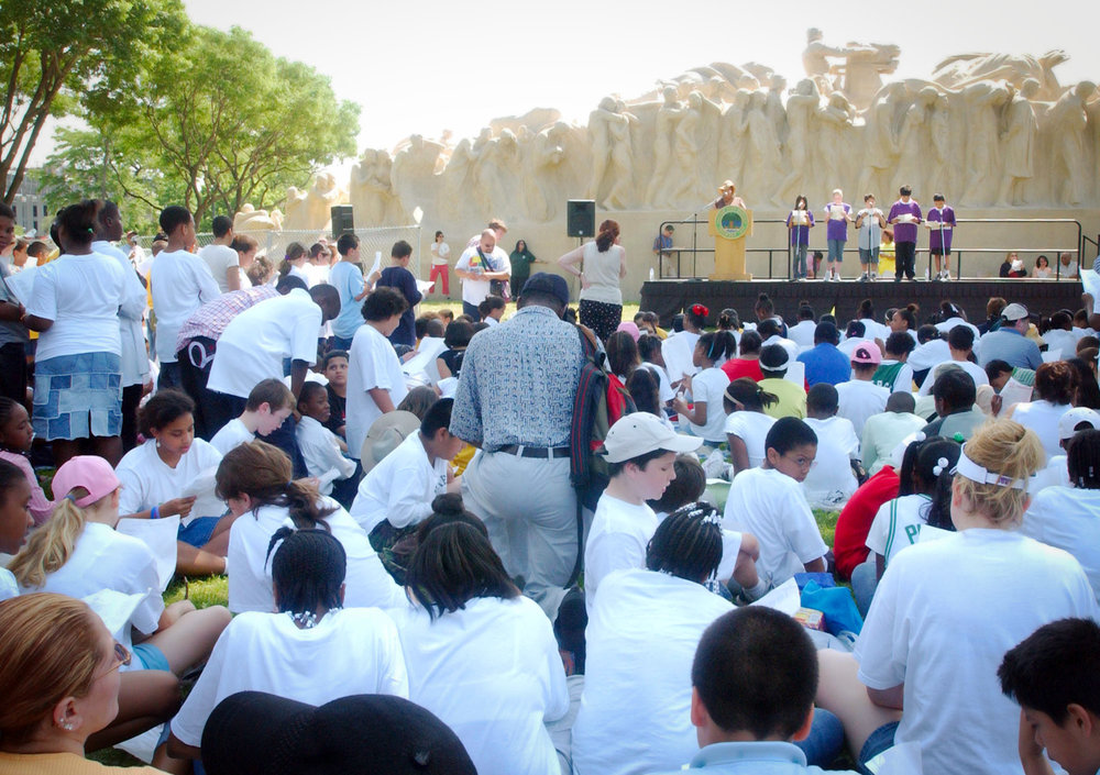 Julia Bachrach organized  Time for Poetry  in which 2000 students from the Chicago Public Schools gathered near the Fountain of Time to learn about the monument and recite poetry, 2005. Photo: Brooke Collins.