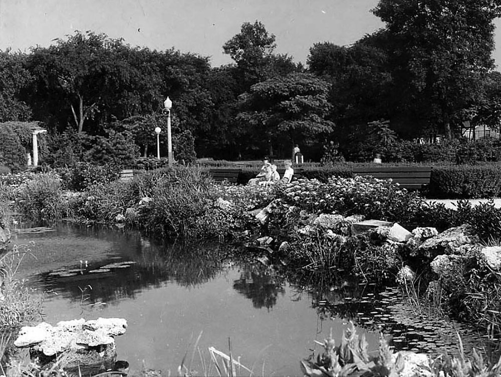 Hatzfeld's sunken garden, ca. 1940, Chicago Park District Records: Photographs, Special Collections, Chicago Public Library.