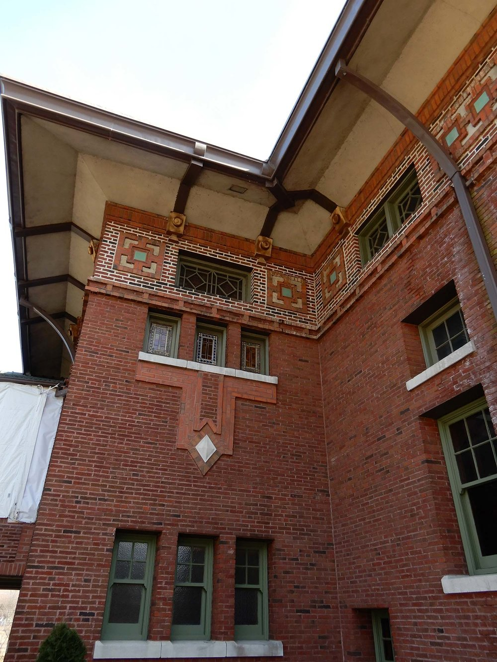 Café Brauer brick and terra cotta details. Photo by Julia Bachrach.