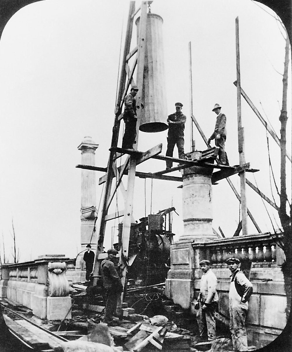 Construction of balustrades and rostral columns, 1918. Chicago Park District Records: Photographs, Special Collections, Chicago Public Library.