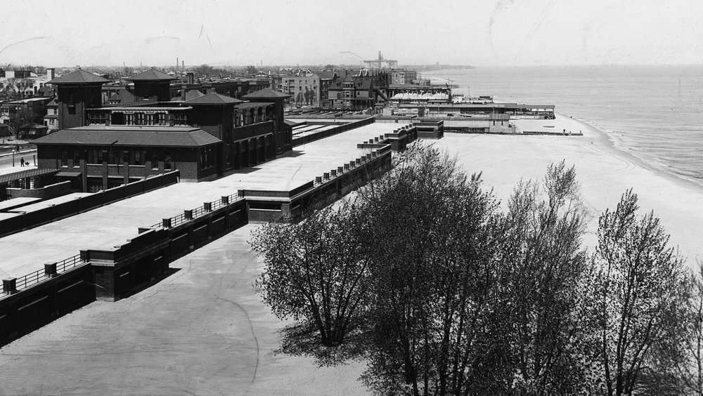 Clarendon Beach Bathing Pavilion, ca. 1925. Courtesy of Chicago History Museum iChi29522.