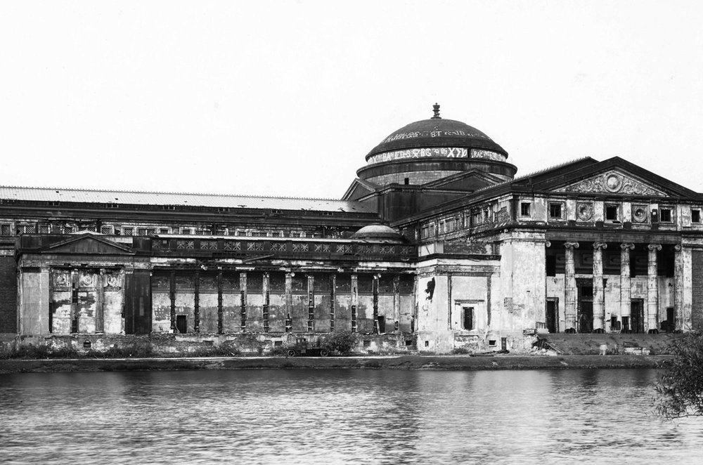 View of the Fine Arts Palace in Jackson Park prior to its transformation into the Museum of Science and Industry, ca. 1925.  Chicago Public Library Special Collections, Chicago Park District Archives, Photos: 00001_046_029_002.