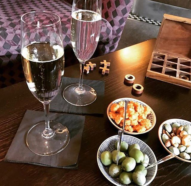 Sit back and relax 🥂 .  #Morgansbar #loveleam #wdyt #leamington #leamingtonspa #warwick #warwickuni #cocktails #happyhour #instafood #instagood #foodphotography #masterclass #restaurant23 #hello #bonjour #london #craftbartender #craftcocktails #bar