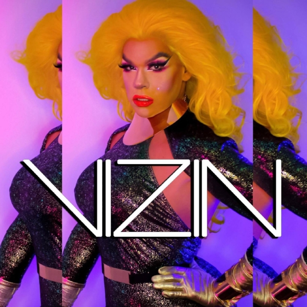 VIZIN - Episode 433/5/18Pop singer and drag queen, VIZIN stops by 3 Gigs Podcast to tell us stories about  what it feels like to play her hometown for the first time, to playing Long Beach Pride with Chaka Khan, and how trying to have a pop show in Florida after a hurricane, is not always a great idea....For more about VIZIN:https://www.facebook.com/vizinofficial/