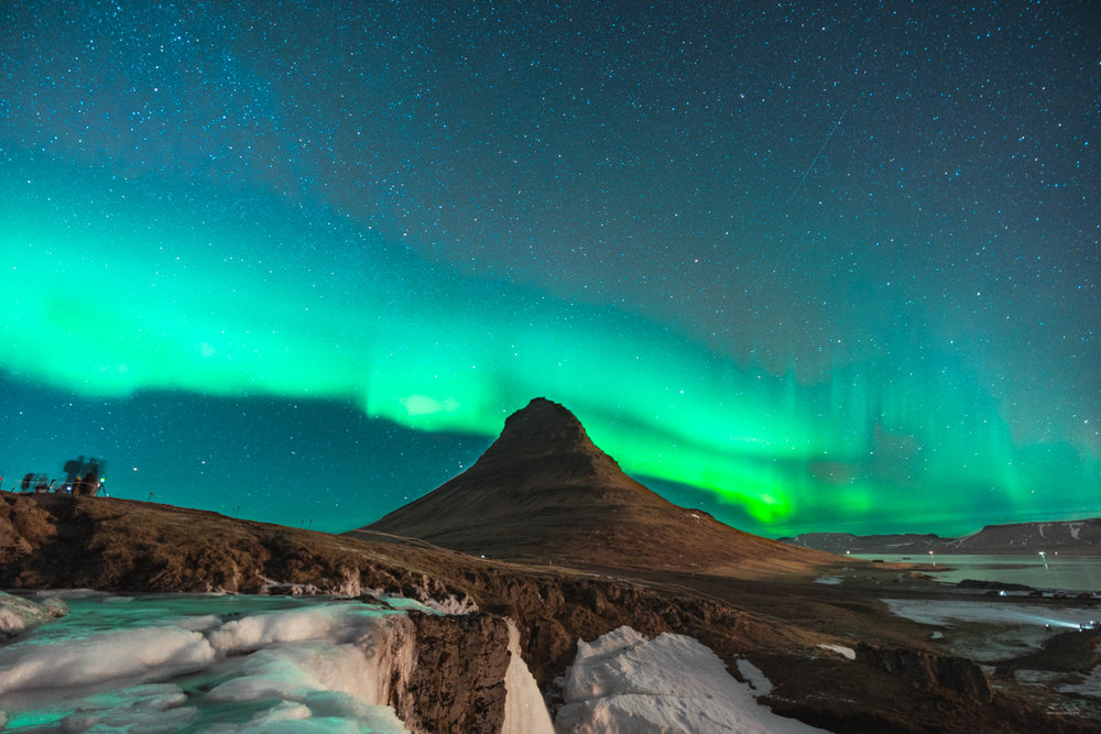 Kirkjufell and Kirkjufellfoss under the northern lights