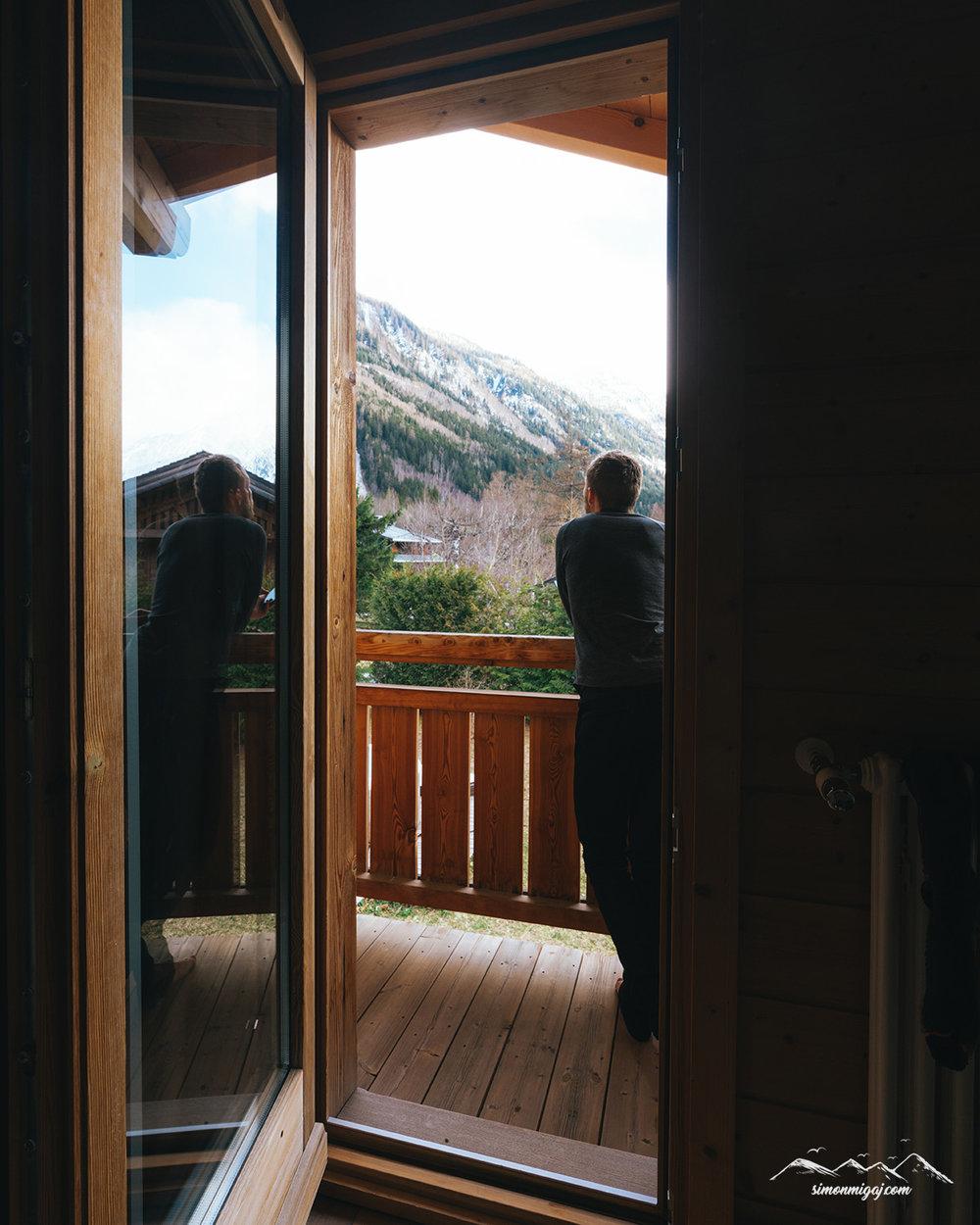 Deuter-Admiring-views-chamonix.jpg