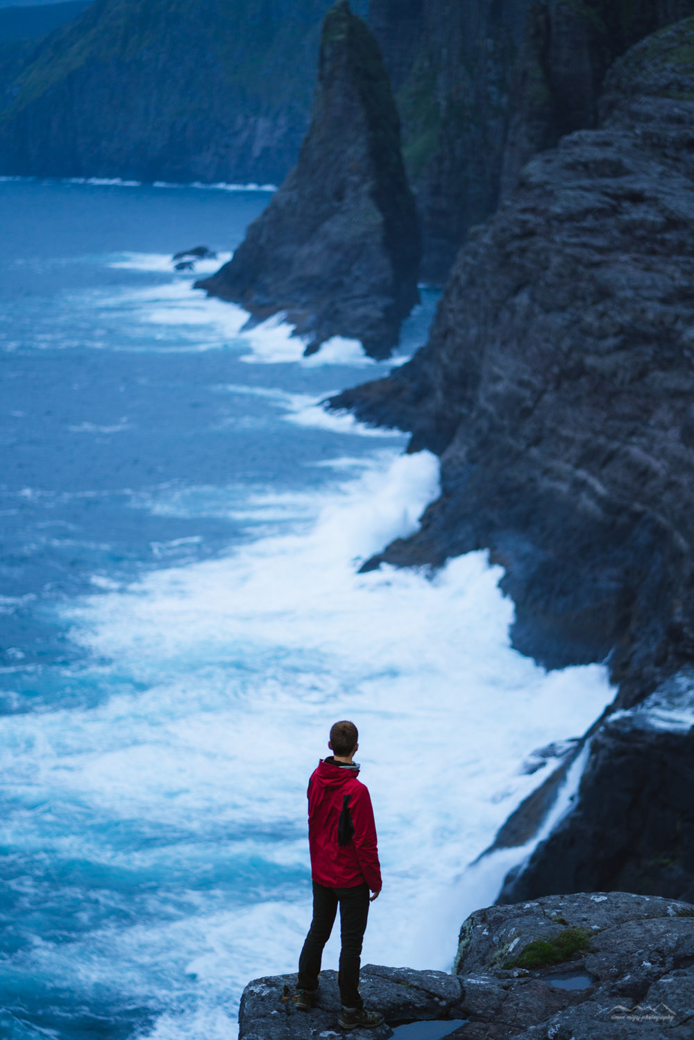 Admiring the ocean waves at Sørvágsvatn