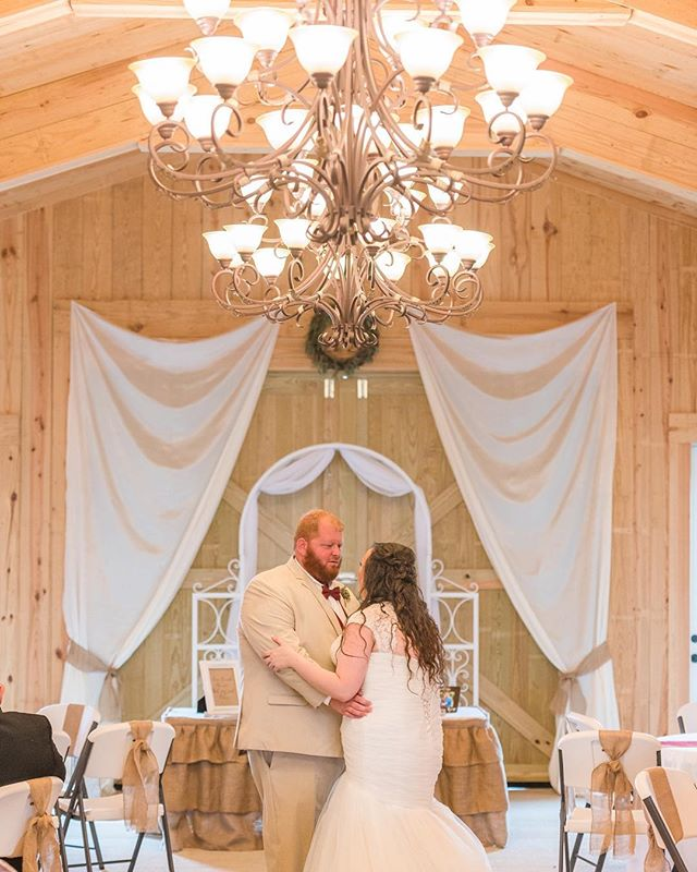 Congratulations to Hannah and Chris!! They held their wedding ceremony and reception in our beautiful carriage house Saturday and everything was stunning.
