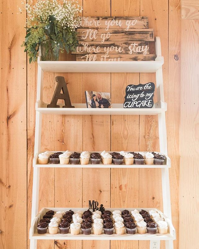 We are loving this adorable cupcake set up!! So many beautiful decorating options for the carriage house!!!