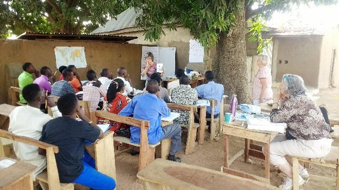 Workshop in Bobi, in the shade of a mango tree!