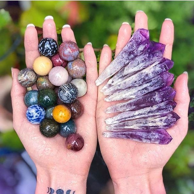 Crystal spheres emit energy in all directions. Crystal points emit energy through their apex (tip of the point). You can see this done through Kirlian photography. 💜 . Beautiful image from @amarisland.