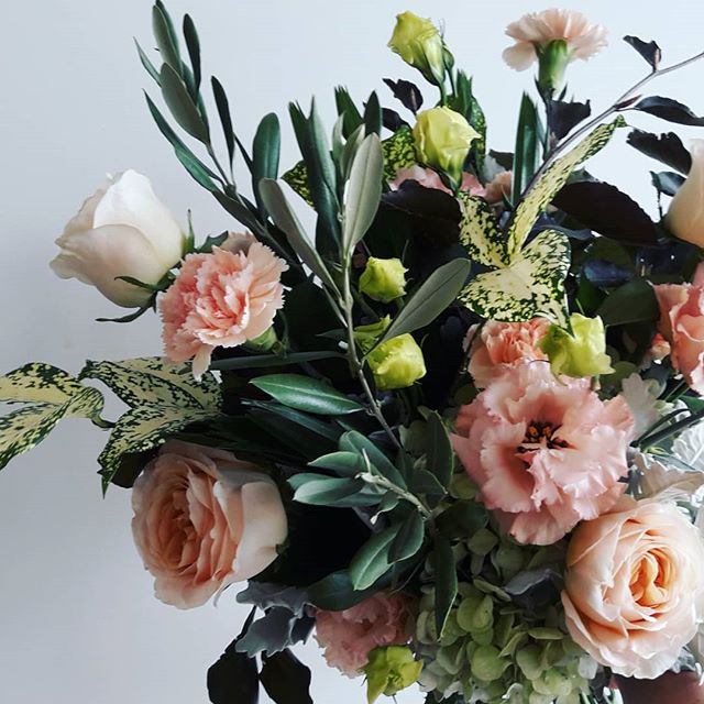 And the winner of our bouquet giveaway is........ @miss_noni_ 💥☇🎉😄 congrats lady!! Everyone who missed out, stay posted I'll be running another comp later in the week, thanks for playing! · · · #giveaway #freestuff #freeflowers #dealoftheday #melbourneflorist