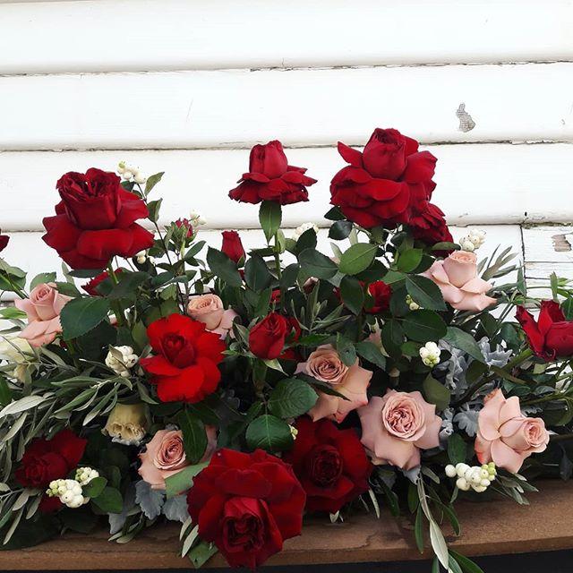 ·BEREAVEMENT· Classic roses for a garden lover. #melbourneflorist #footscrayflorist #sympathy #sympathyflowers #bereavement #flowerstagram #redroses #flowerdelivery