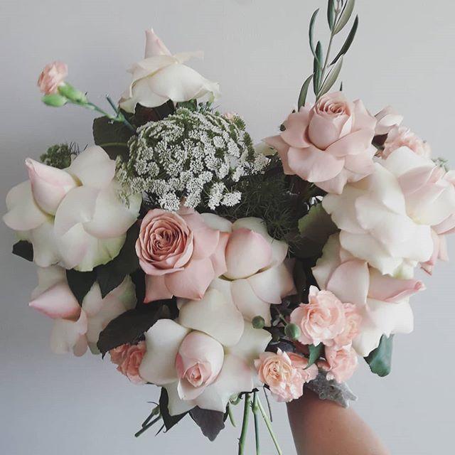 ·PALETTE· drivin' me wild #flowerdelivery #florist #flowerstagram #flower #blush #pastel #wedding #weddingsmelbourne #weddingbouquet #weddingflowers #weddinginspiration #bouquet