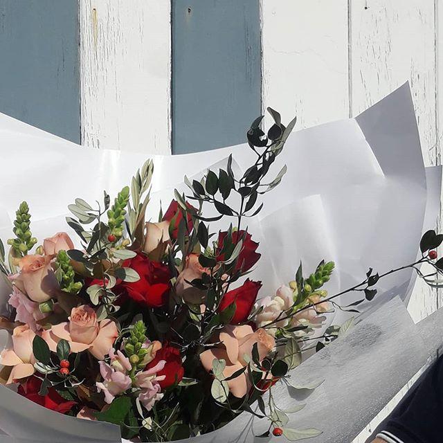 ·BE MINE· · . . #flowerdelivery #florist #melbourneflorist #melbourne #rosebouquet #footscray #flowerstagram #flowers #redrose