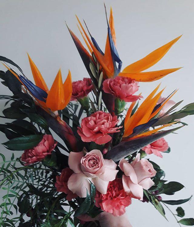 ·BIRDS· . . . . #flowerdelivery #florist #melbourneflorist #melbourne #footscray #footscrayflorist