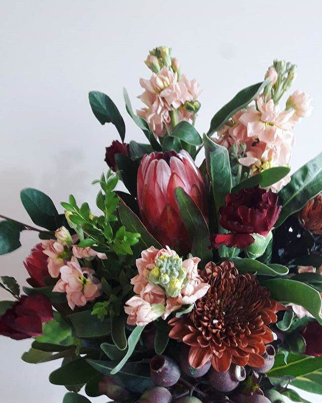 ·EARTH·  All about those rich earthy tones today. Order yours for delivery tomorrow☄ Go to gertrudejekyll.com.au or call me at the studio on 03 9942 4538. I've got you inner-westies covered with free delivery! What more could ya need😄 · · · · #flowerdelivery #melbourneflorist #florist #melbournedelivery #flowers #gift #giftideas #freedelivery #melbourne