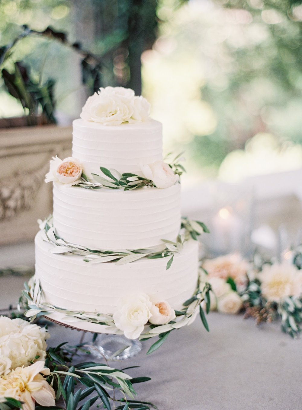 buttercream-wedding-cakes01.jpg