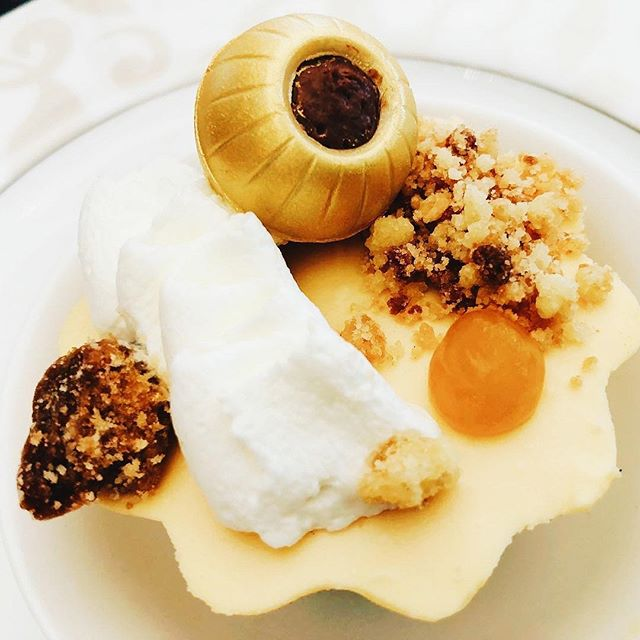 Boneka Restaurant - Orange Cheesecake, Gold Chocolate, Mocha Mousse, Nuts, Whipped Cream, and Mango purée. ❤️❤️❤️ . . #food #foodie #foodporn #foodgram #foodphotography #dessert #mousse #wheninbali #travels #travelling #instalike #instafood #iphone