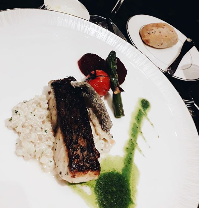 Dinner. :) Fish and Barley Risotto Beetroot. 👌🏼 . . #fish #singapore #wheninsingapore #wheninshang #foodie #foodphotography #foodporn #foodblogger #blogger #traveladdict #healthyfood #dinner #instatravel #travelblogger #travel
