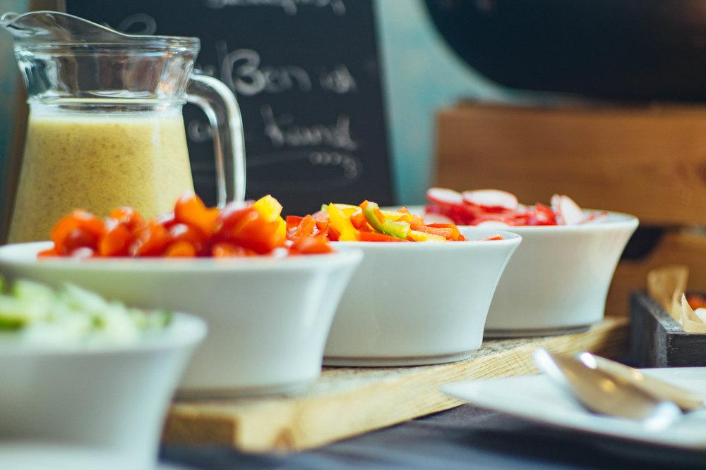 Gemüse ist gesund - Genießt unser umfangreiches Frühstücksbuffet mit Köstlichkeiten von Land und Meer.