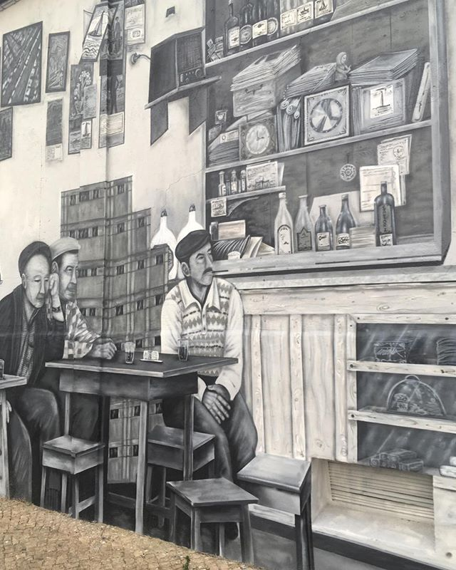 Such magnificent wall art in Olhao... ❤️ #interiordesign #exteriordesign #wallart #contemporaryart #monochrome #Portugal #painting #textiles #coast  #propertyrenovation #Suffolk #Felixstowe ....