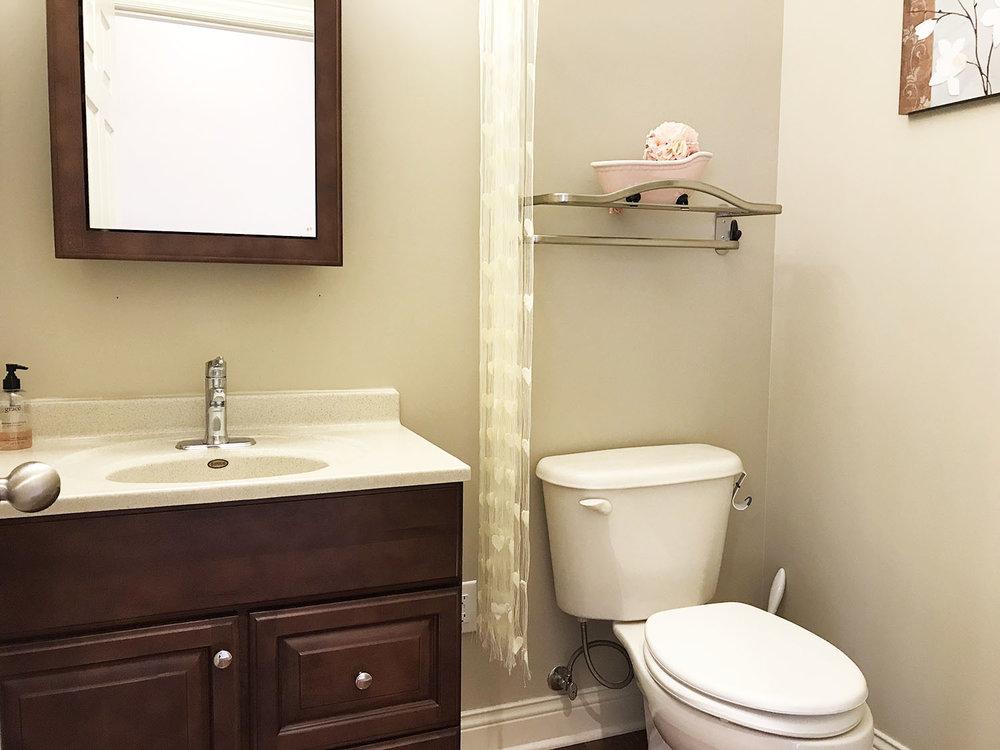 mainbathroom.jpg