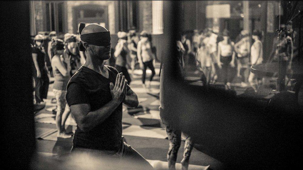 BlindfoldedYoga+Aos_Brisbane2016_039.jpg