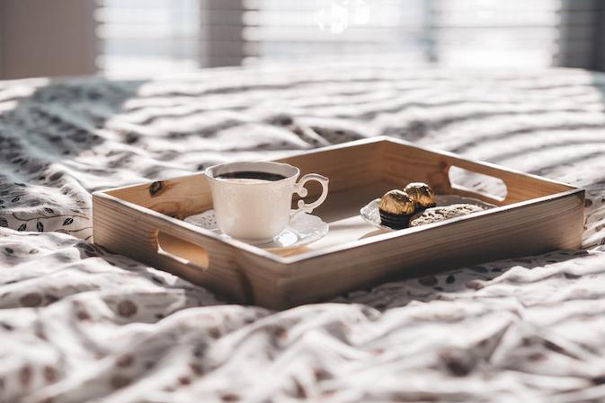 breakfast-in-bed-staycation