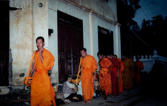 Laos monks1