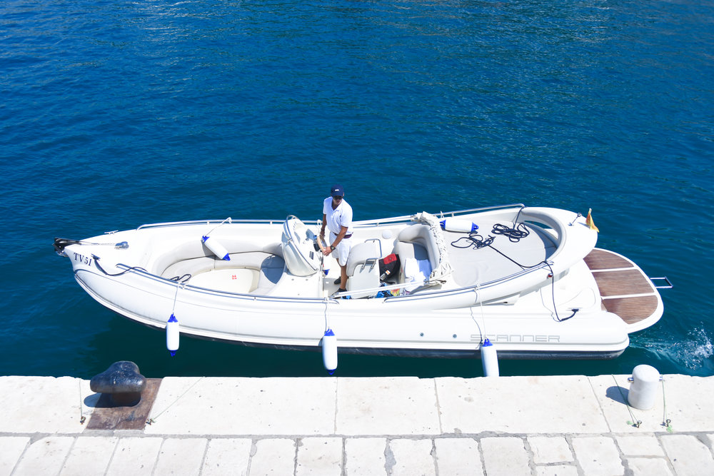 SPECIFICATIONS - CATEGORY: Motor boat/Sports boat BRAND & MODEL: Scanner Dillennium 2999 YEAR BUILT: 2011LENGHT: 8,3 m/27,78 feet BEAM: 3m ENGINE: 1 x 184 kW/280 hP PROPULSION: Diesel with sterndrive