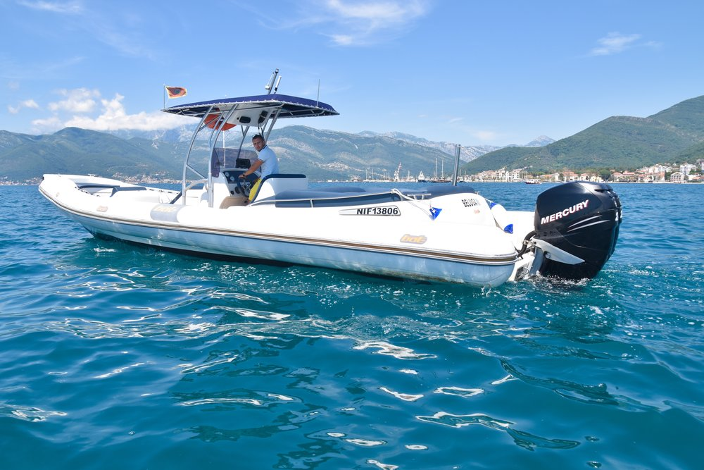 SPECIFICATIONS - CATEGORY: Motor boat/Sports boat BRAND & MODEL: BAT Open 996YEAR BUILT: 2005LENGHT: 9.96 m / 32.68 feet BEAM: 3.4 m ENGINE: 2 x 202 kW/275 hP PROPULSION: Gasoline outboard