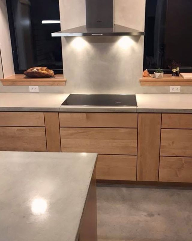 Concrete backsplash, counters and floors. And very happy clients!👌🏻